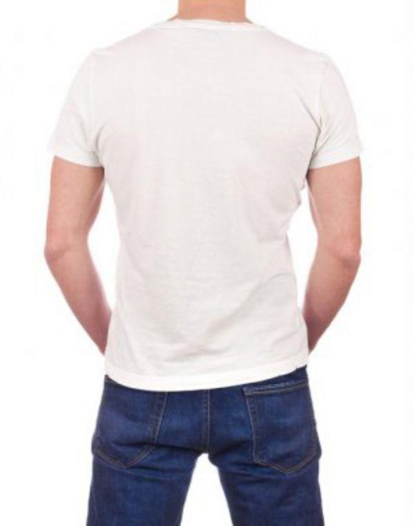 Белая футболка с логотипом на сердце